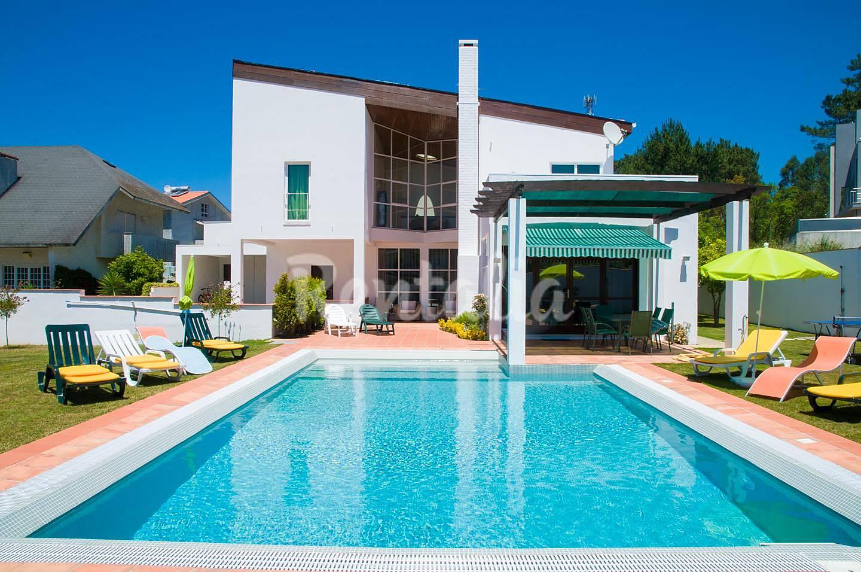 Villa en alquiler con piscina arcozelo vila nova de for Piscinas oporto