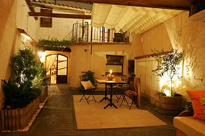 Casa en alquiler con patio privado Barcelona