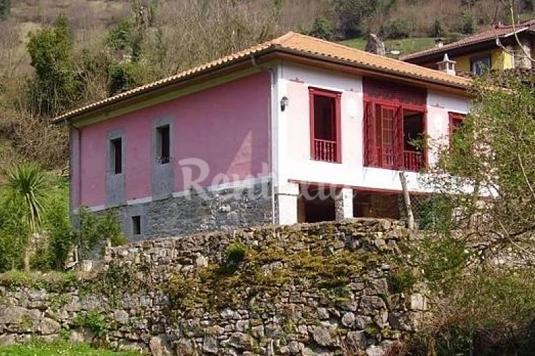 Casa en alquiler con jard n privado llamoso belmonte de for Casa jardin asturias