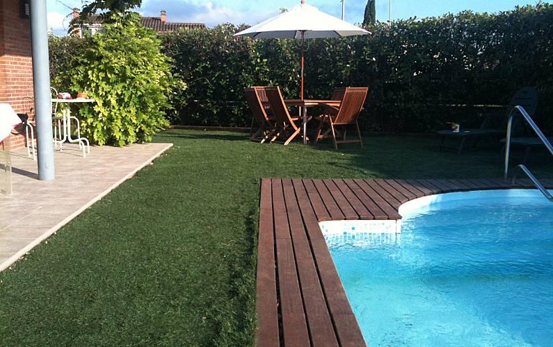 Casa en alquiler con piscina y chimenea cornell del for Piscina municipal girona