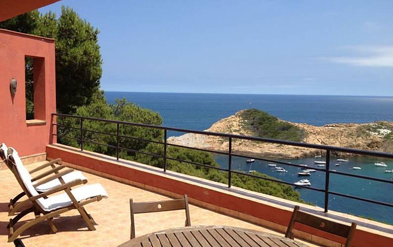 Casa de lujo sa tuna sobre la cala vista preciosa sa for Casas sobre terrazas