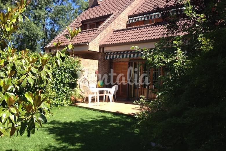 Lejos de casa casa alquiler madrid piscina for Alquiler verano sierra madrid piscina