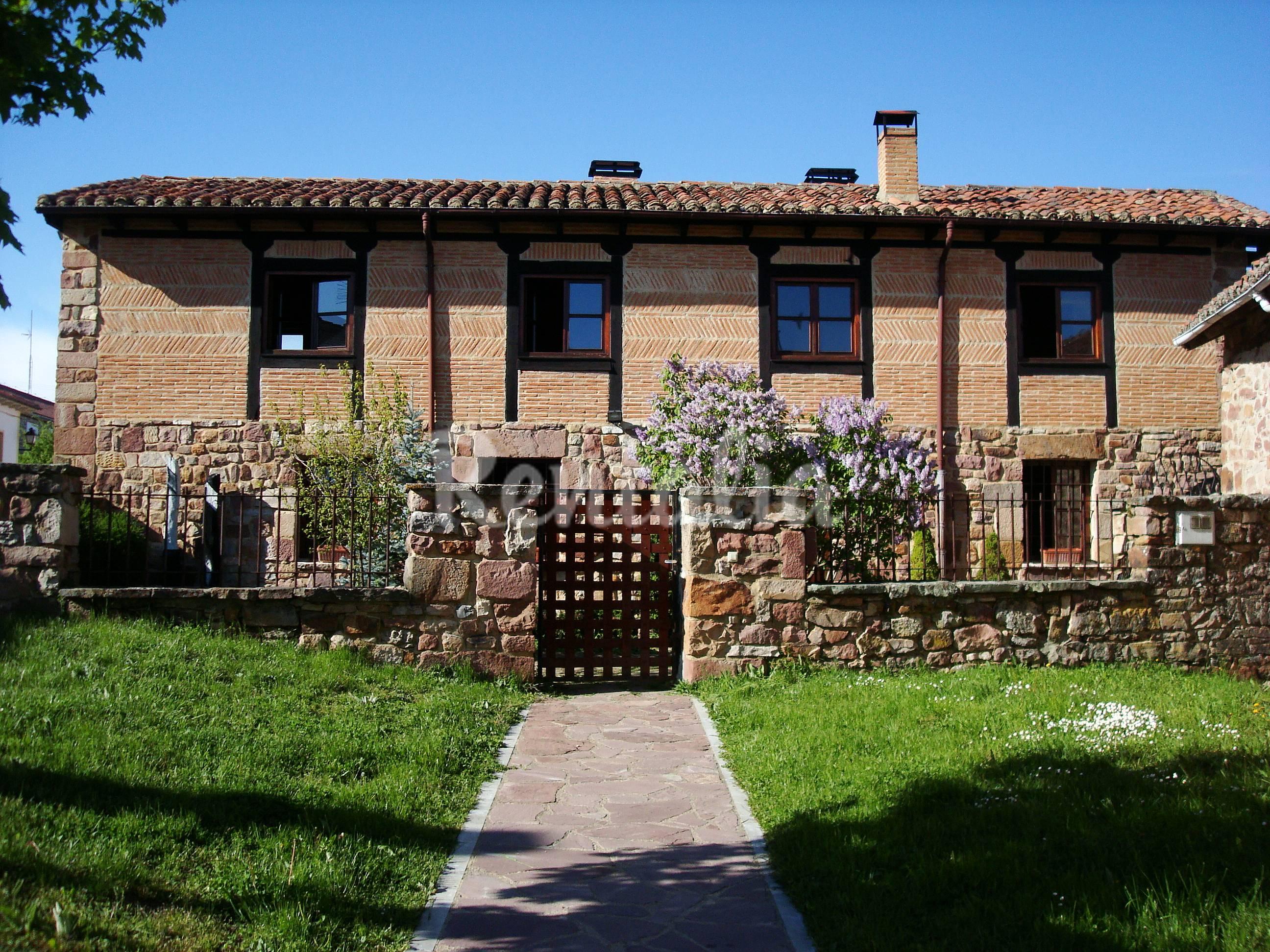Casas de vacaciones en cervera de pisuerga palencia chalets casas rurales y bungalows - Casa rural cervera de pisuerga ...