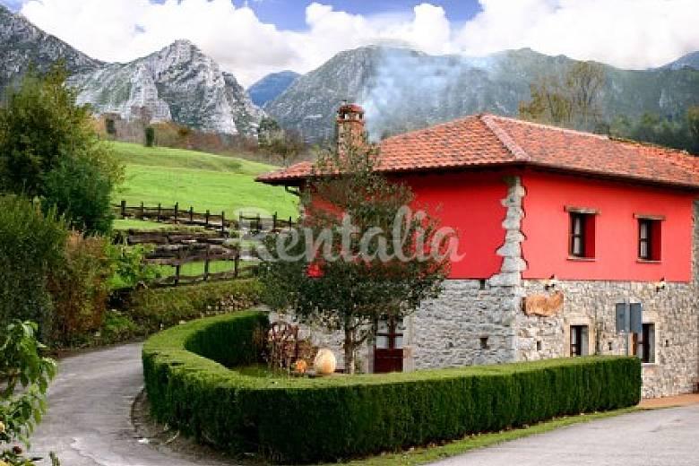 Casa para 8 personas con jard n privado collera for Casa jardin asturias