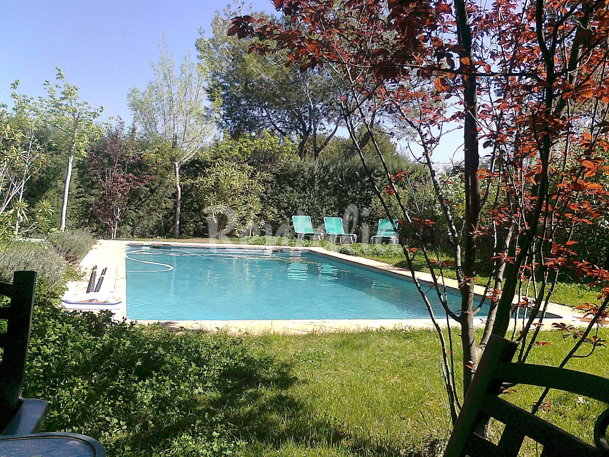 Villa con piscina privada en urb el bosque el bosque for Piscinas privadas madrid