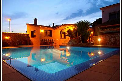 Apartamento para 2 - 4 personas con playa a 12 km Girona/Gerona