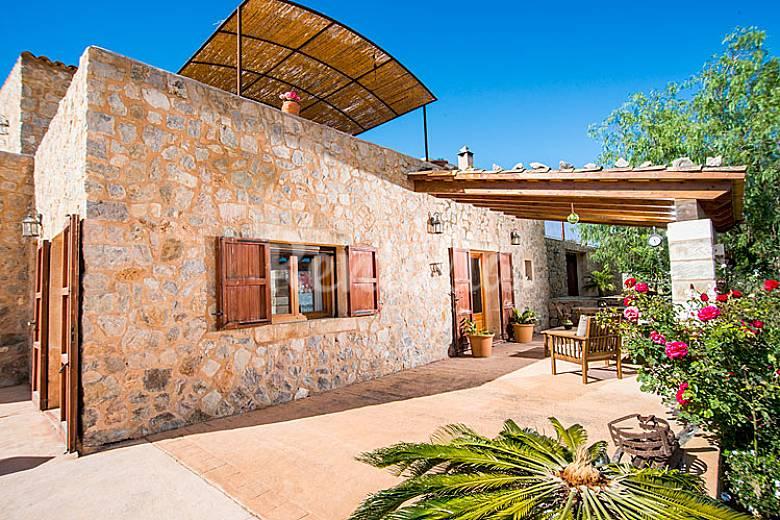 Penita casa rural 4 casas con piscina sant lloren des for Casas con piscina mallorca