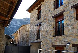 House for  4-6 people with swimming pool Huesca