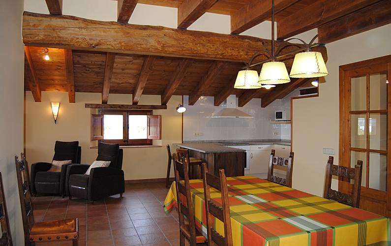 Casa Comedor Lleida/Lérida Lladurs Casa en entorno rural - Comedor