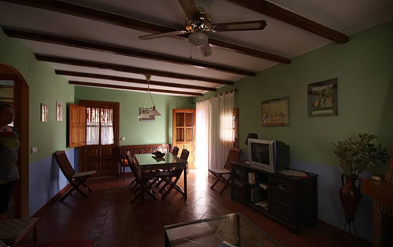 Aptos. Salón Cáceres Robledillo de Gata Casa en entorno rural - Salón