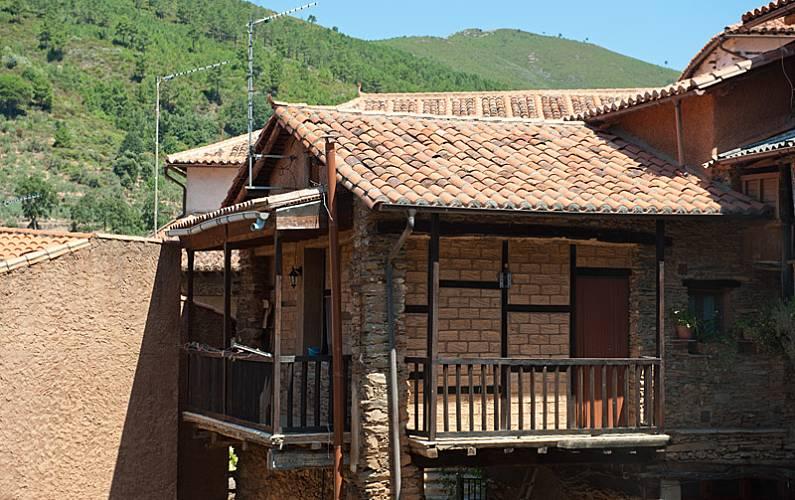 Aptos. Vistas desde la casa Cáceres Robledillo de Gata Casa en entorno rural - Vistas desde la casa