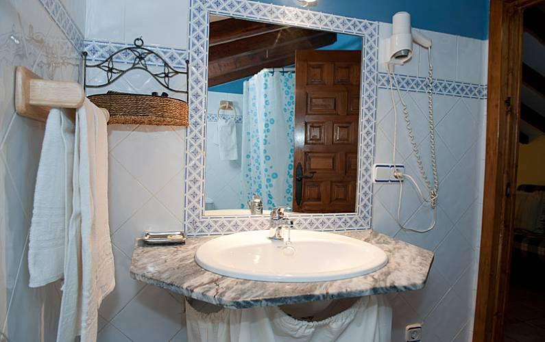 Aptos. Baño Cáceres Robledillo de Gata Casa en entorno rural - Baño