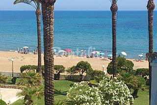 2 Apartment for 4 people on the beach front line Alicante
