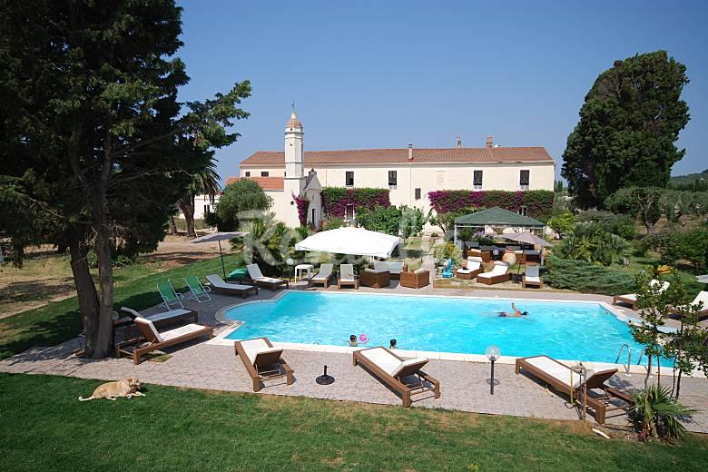 Antigua finca con piscina a menos de 3km de alguer for Finca villa jardin piedecuesta