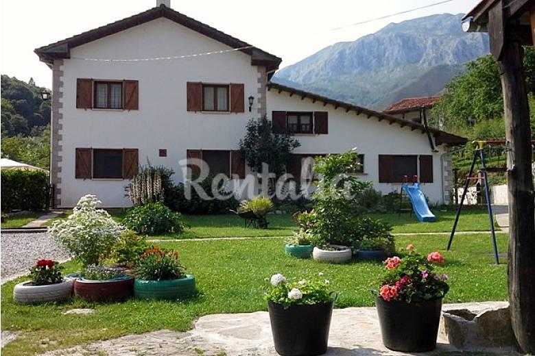 La tabl 4 casas con jard n en picos de europa alles for Casa jardin asturias