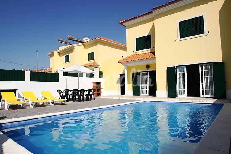 Villa lago villa moderna con piscina cerca playa for Villa moderna