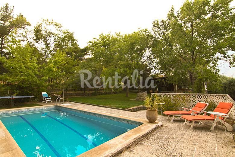 Casa de lago en madrid con piscina privada el paraiso for Apartamentos con piscina privada