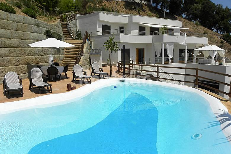 Villa en location avec piscine castella d 39 indies sant for Villa barcelone avec piscine