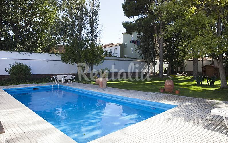 Casa se orial con gran jardin y piscina novillas zaragoza for Piscina siglo xxi zaragoza