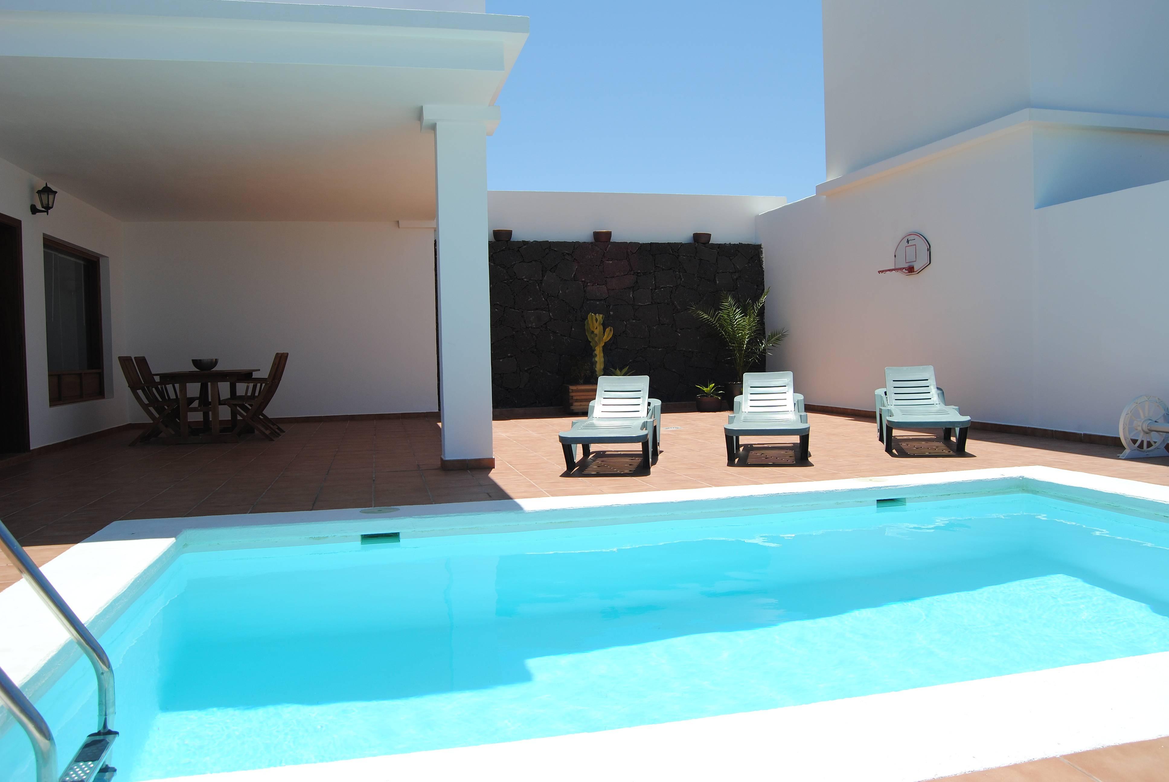 Villa rita con piscina privada playa blanca yaiza lanzarote parque nacional de timanfaya - Villas en lanzarote con piscina privada ...