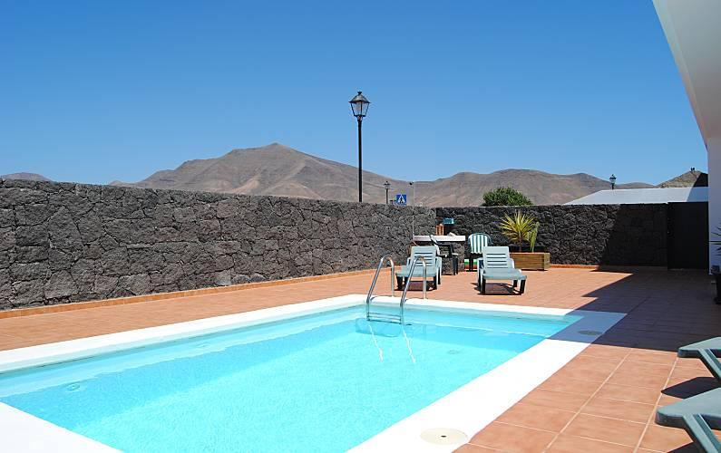 Villa rita con piscina privada playa blanca yaiza for Villas en lanzarote con piscina privada