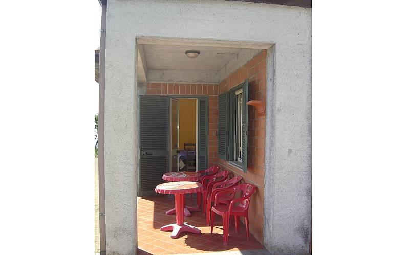 Villa per 1 4 persone a 5 km dalla spiaggia nunziata for Mobilia giardini naxos