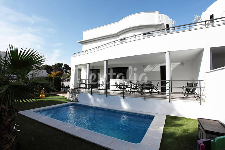 Villa for 11 people only 500 meters from the beach can pastilla palma de mallorca majorca for Palma de mallorca hotels with swimming pool