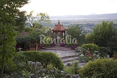 Casa singular de exuberante jardin oriental calalberche for Jardin oriental aldea del fresno