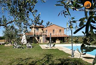 4 holiday homes with pool Lake Trasimeno Umbria Perugia