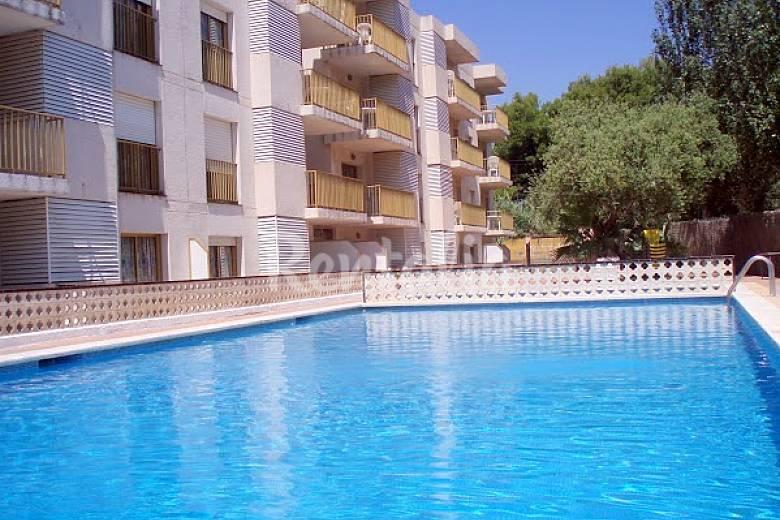 5 apartamentos con piscina en primera linea de mar for Piscina cambrils