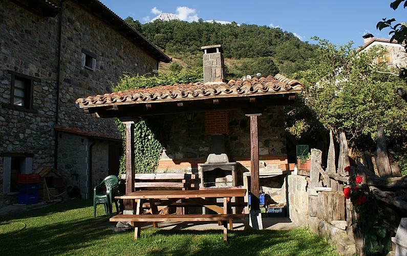 Casa Jardín León Posada de Valdeón Casa en entorno rural - Jardín