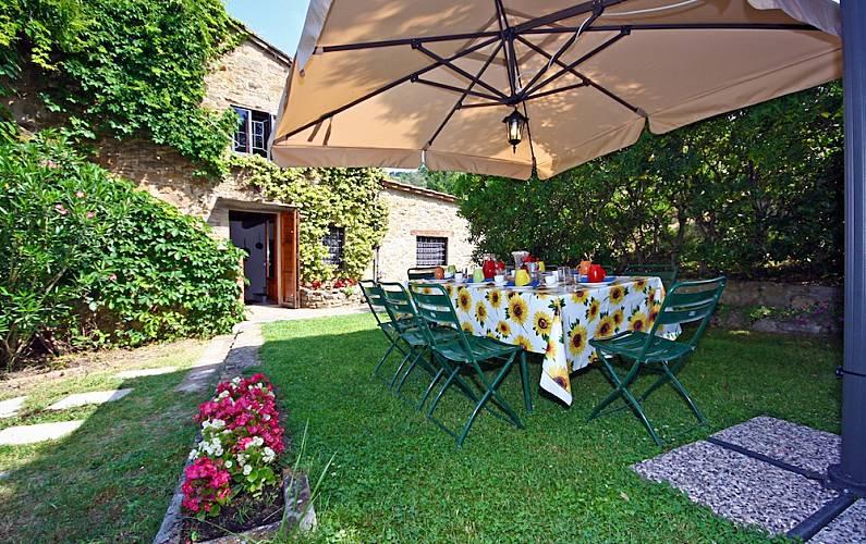 I Mandorli: villa di campagna con piscina Arezzo - Parte esterna della casa
