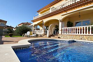 Villa with common swimming pool Tarragona