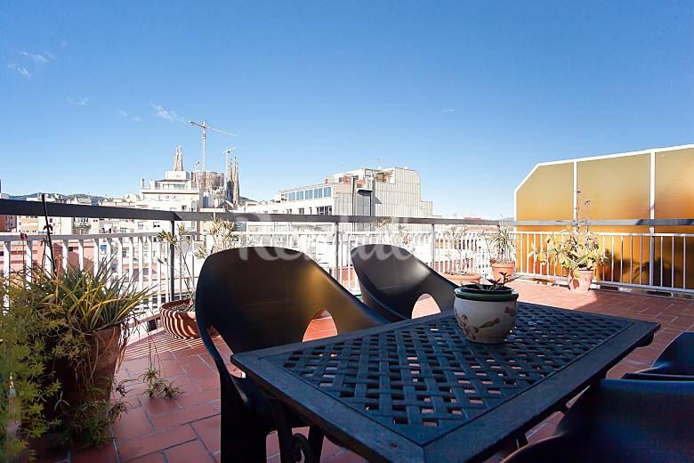Atico con gran terraza vistas sagrada familia barcelona - Atico terraza barcelona ...