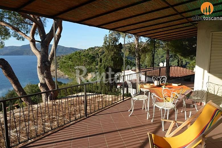 Appartamento in villa con vista mare isola d 39 elba for Affitti della cabina del fiume di blanco