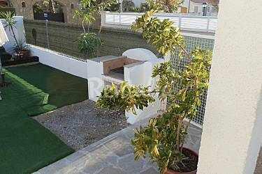 Casa para 12 personas a 300 m de la playa riumar for Apartamentos jardin playa larga tarragona