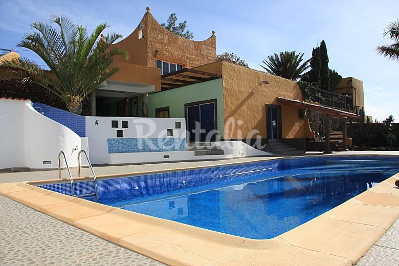 Villa la atl ntida entre ingenio y ag imes lomo del - Villas en gran canaria con piscina ...