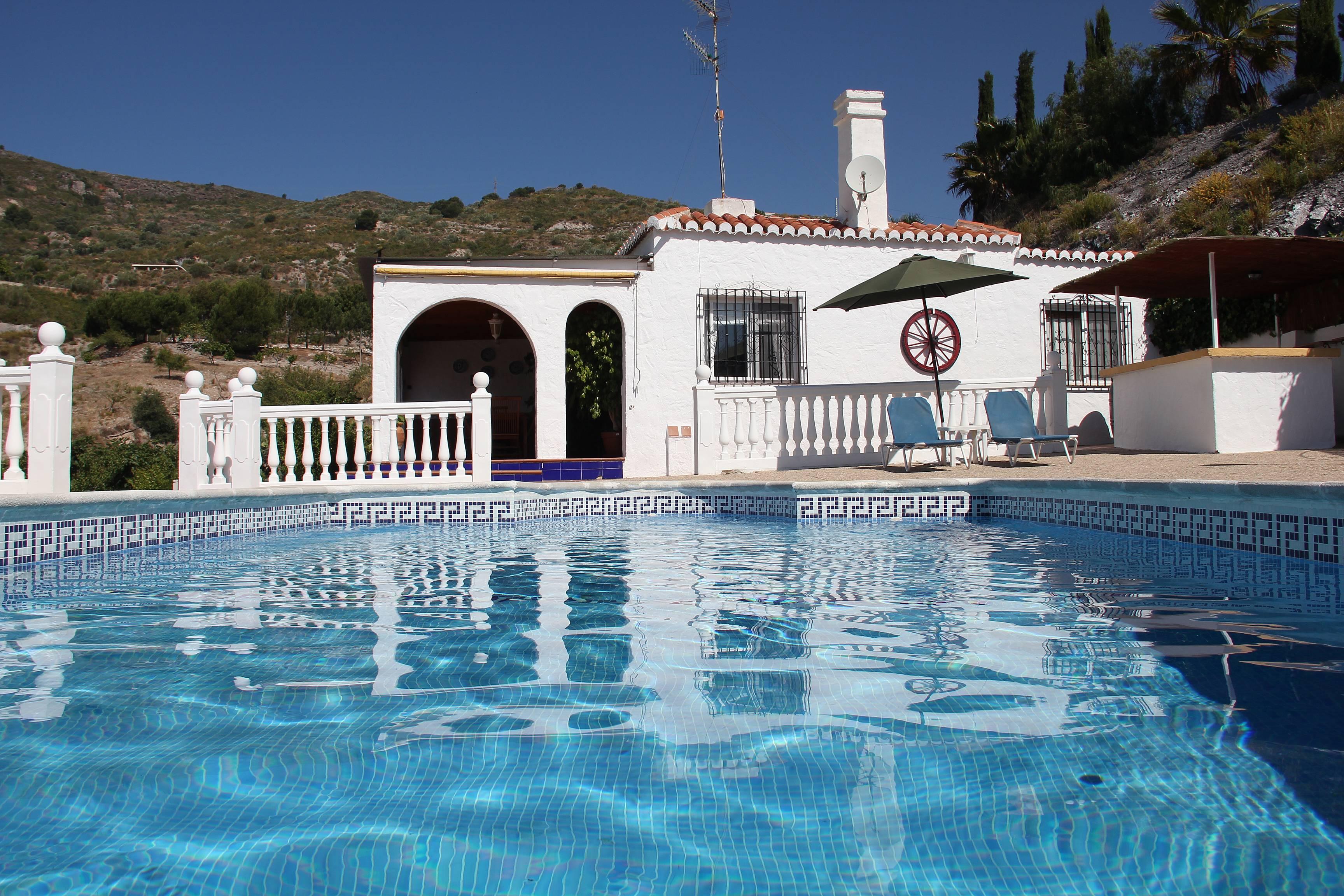 Expl ndida villa en alquiler con piscina privada la for Piscina publica alhendin granada