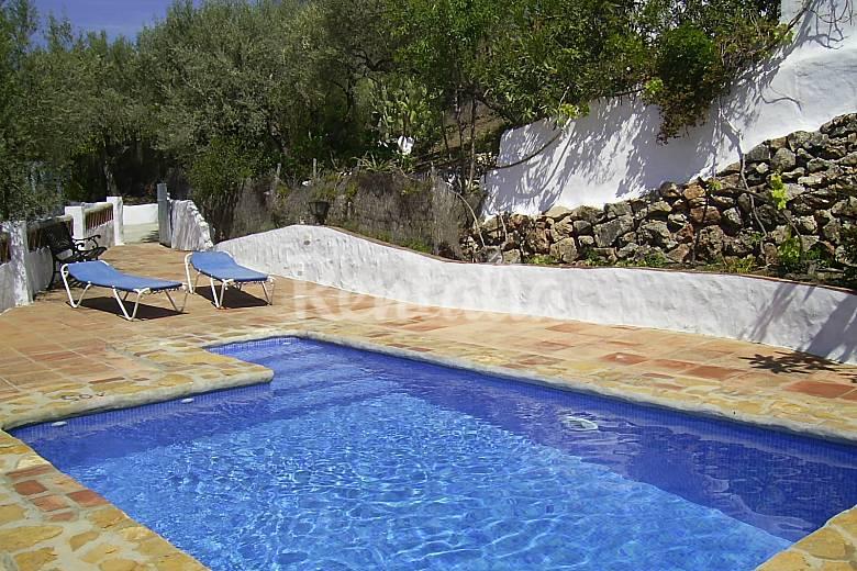 Villa cortijo retama playas a 12 km frigiliana m laga for Piscina publica malaga