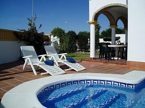 Villa para 6 8 personas piscina chiclana de la frontera for Piscinas chiclana