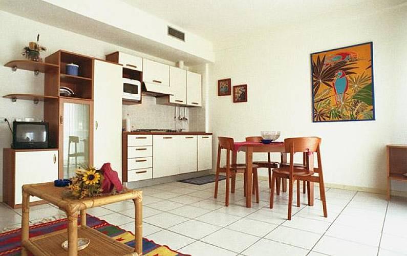 9 appartamentos per 34 48 persone a 30 m dalla spiaggia for Immagini appartamenti moderni