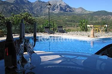 Villa en alquiler con piscina casarabonela m laga for Piscina publica malaga