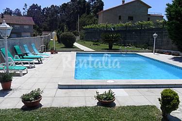 Casa de 4 habitaciones con piscina en r as baixas poio for Piscinas en pontevedra