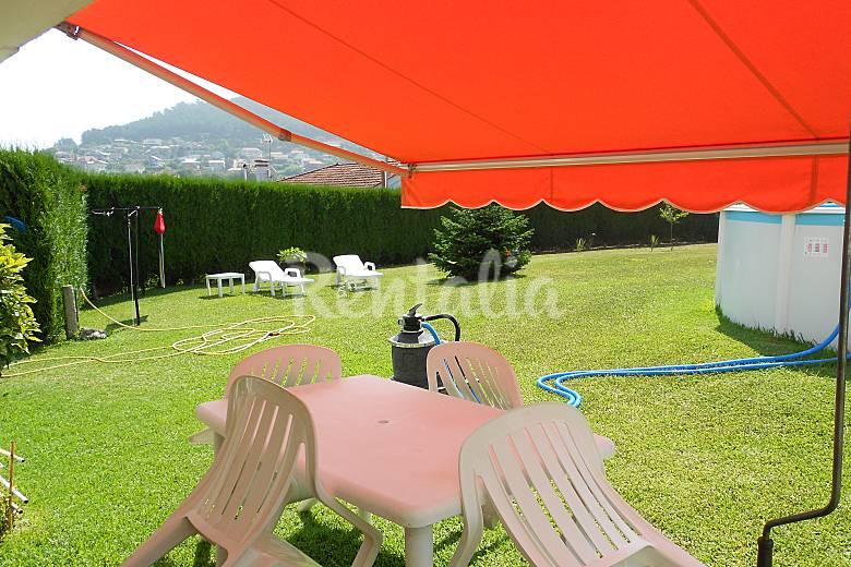 Casa r stica con 1200 metros de finca y piscina saians for Piscina 50 metros pontevedra