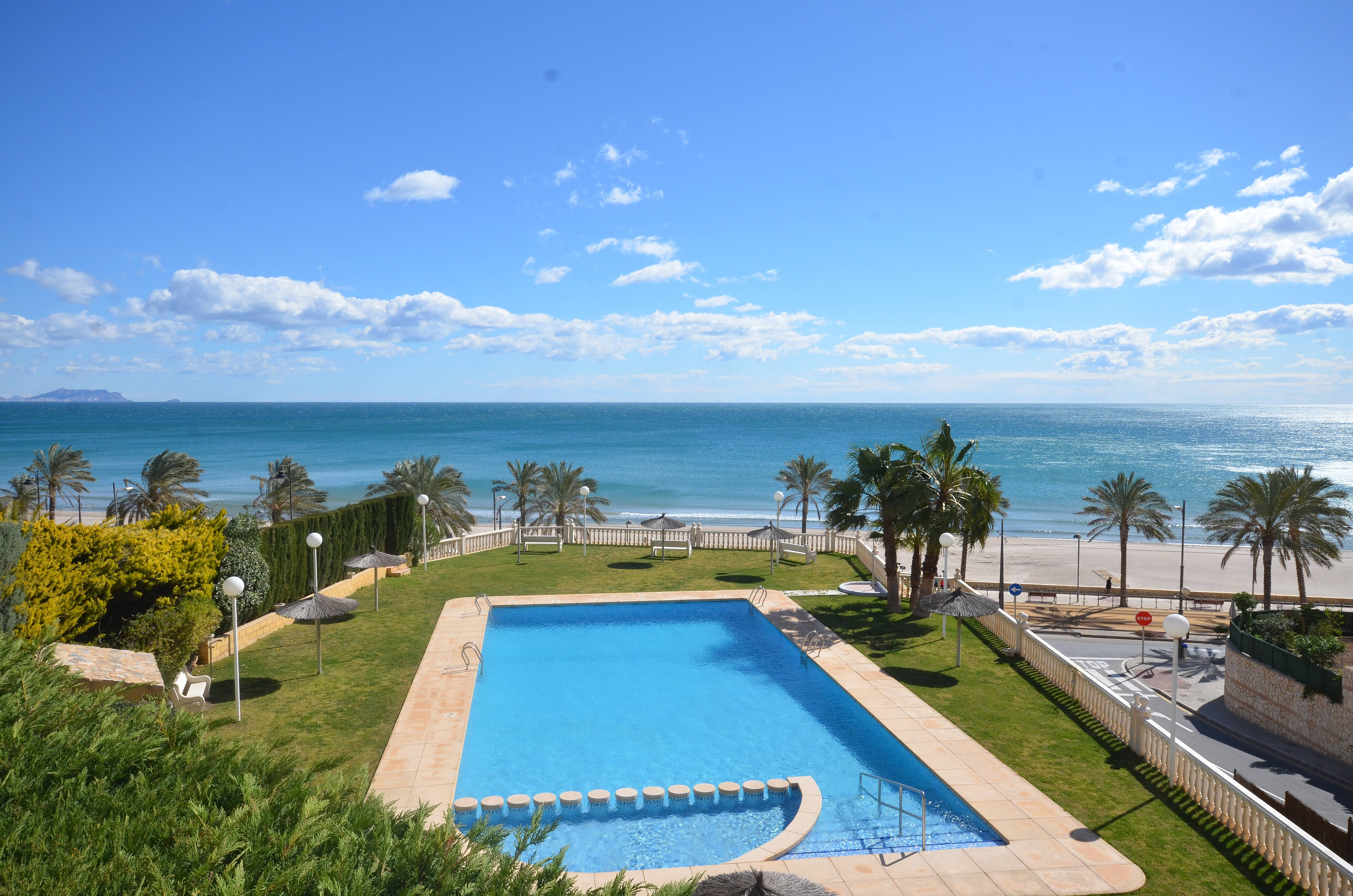 Urba europa 6 pers 50 m de la playa aa wifi playa for Piscina publica malaga