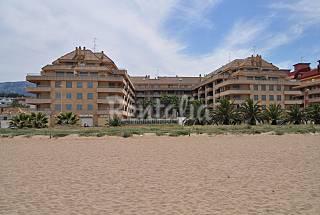 Apartamientos. de 2 y 3 dorm  a 30 m playa junto casco urbano Alicante