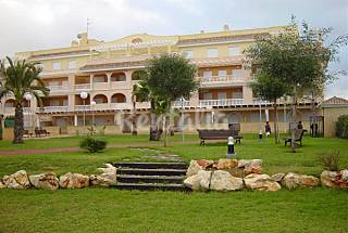 Apartamento Planta baja. Jardin, piscina y padel Alicante