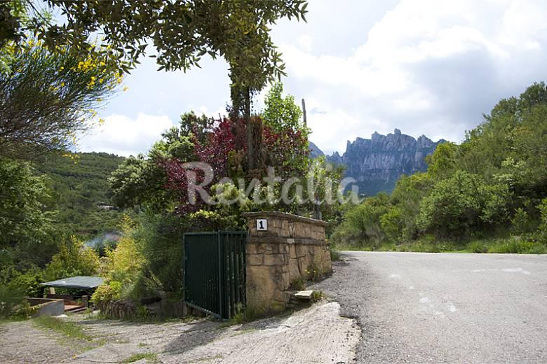 Casa en el parque natural de montserrat el casot - Natura casa barcelona ...