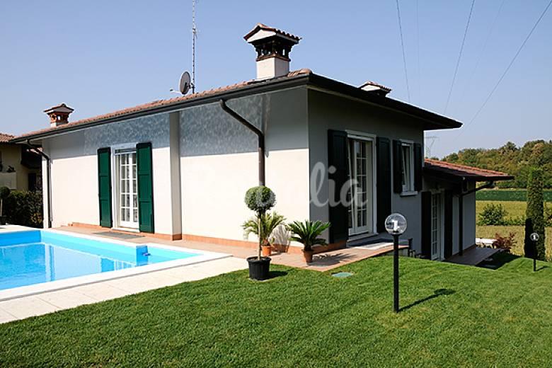 villa panoramica con piscina pozzolengo brescia alpi italiane. Black Bedroom Furniture Sets. Home Design Ideas