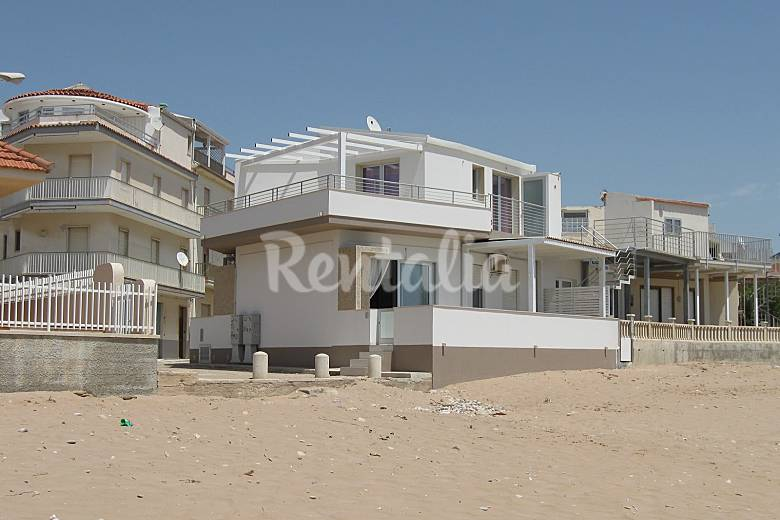 Appartamento in affitto sul mare casuzze caucana santa for Case di tronchi con planimetrie seminterrato
